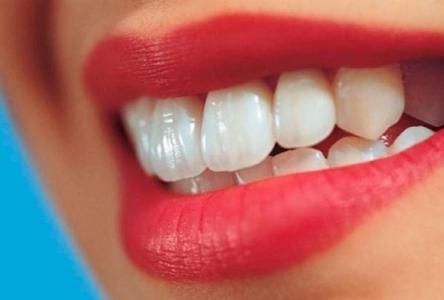 وصفة سحرية تبييض الأسنان بثلاث دقائق فقط