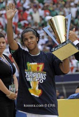 المكسيكي دوس سانتوس أفضل لاعب في بطولة جولد كاب