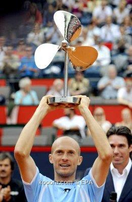 الروسي دافيدينكو يعود لقائمة المصنفين العشرة الأوائل في التنس