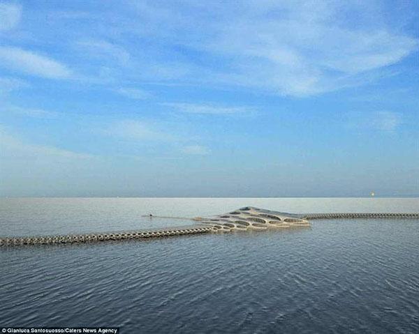 صور هوتل MorpHotel , بالصور فندق عائم على شكل عمود فقري يمكنه الانتقال عبر المحيط