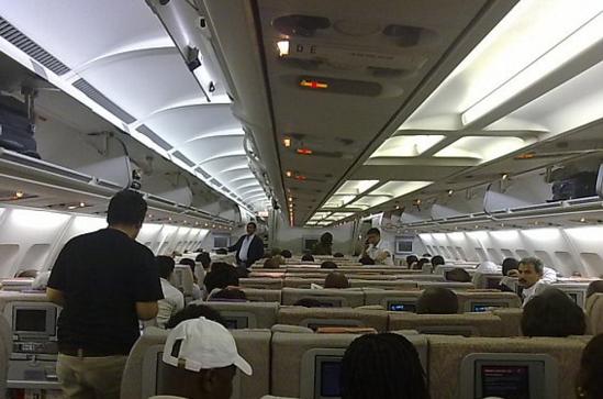 توقيف شابين سعوديين إثر التحرش بإحدى المضيفات رحلة الرياض – تبوك
