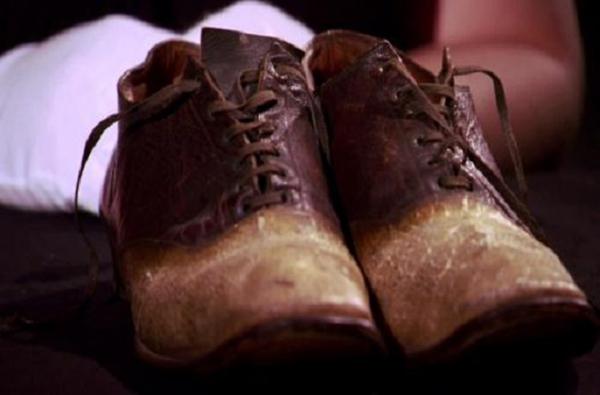 صور منتجات من جلد البشر , صور حذاء من الجلد البشري , صور محافظ جلدية