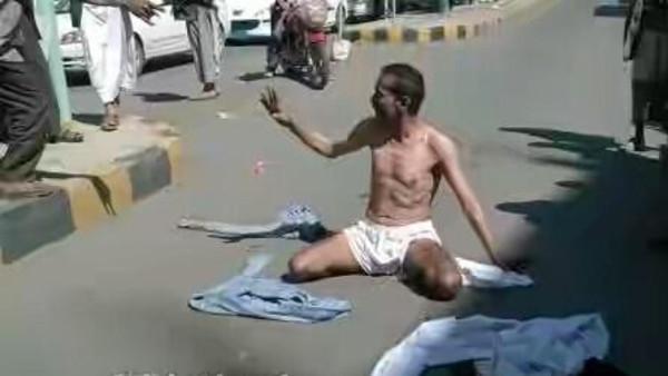 صور جندي يمني يتعرى احتجاجا على انتهاكات الحوثيين