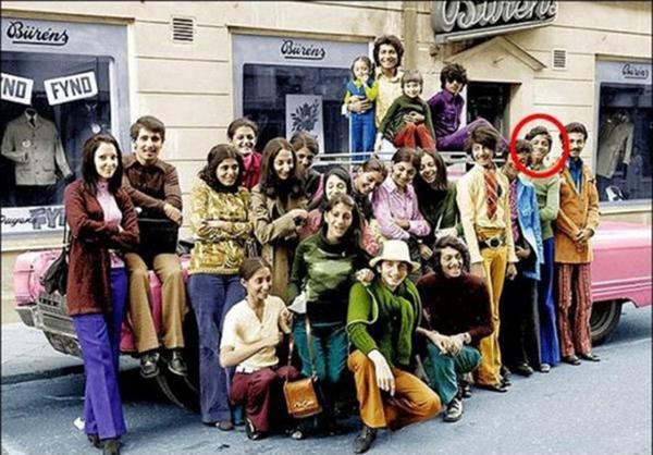 صور نادرة طفولة بن لادن وفرض الحجاب في إيران