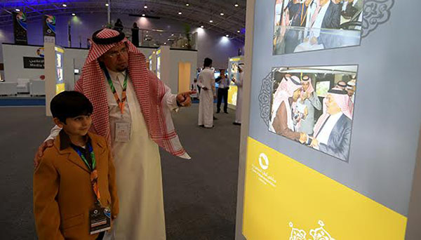 صور الأمير الدبلوماسي سعود الفيصل تعرض لأول مرة في ألوان السعودية