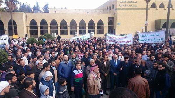 بالصور منع مسيرة الاخوان المسلمين امام مسجد الجامعة الاردنية وتحويلها لوقفة
