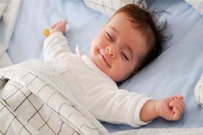 جعل الطفل ينام بسرعة , طريقة التخلص من بكاء الطفل ليلاً