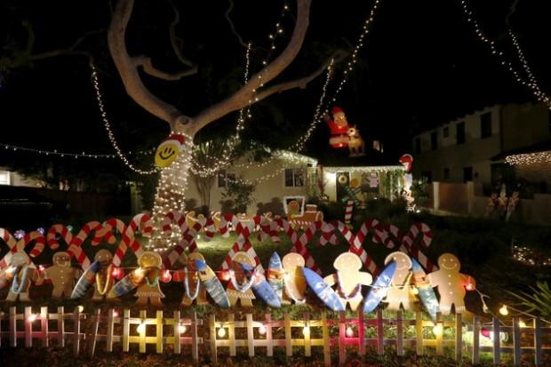 صورة سيلفي تمثال لبابا نويل , صور أعياد الميلاد في لوس انجلوس كاليفورنيا لعام 2016