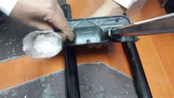 بالصور احباط محاولة تهريب ألف وسبعون جرام من مادة الشبوا مخبأة بالأمتعة في مطار جدة