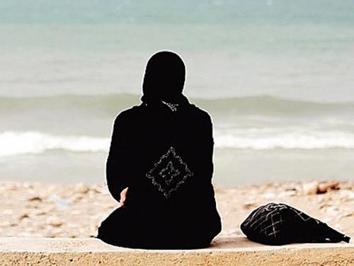 هروب فتاة سعودية مع شاب في جدة والشاب يستغل مشاكلها الأسرية ويهتك عرضها