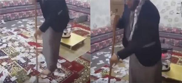شاهد فيديو شاب سعودي يتباهى بكنس أموال على الأرض ويردد عبارة النظافة من الإيمان