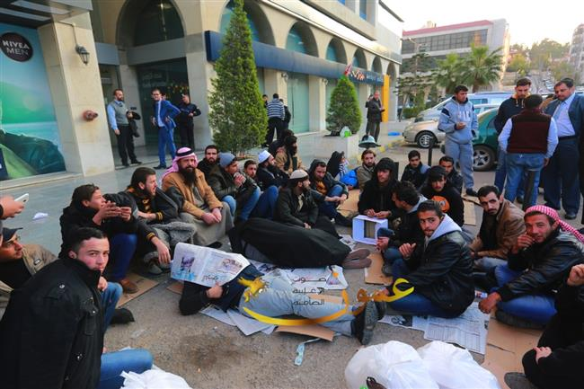 صور اعتصام شباب معان في شارع الشهيد وصفي التل الجاردنز اليكم التفاصيل