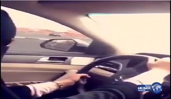 فيديو فتاه سعويه تتجول بالسيارة مع صديقتها عند جامعة تبوك
