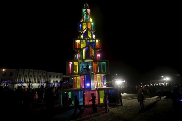 صور شجرة الكريسماس تزين الساحة الحمراء في العاصمة الروسية موسكو