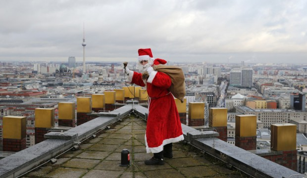 صور بابا نويل سانتا كلوز في جميع مدن العالم اكثر من 50 صورة يقدم الهدايا للاطفال
