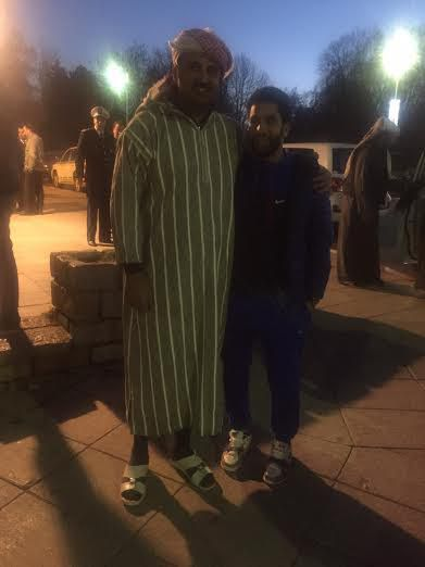 صور أمير قطر الشيخ تميم يتجول في المغرب بزي الجلباب المغربي