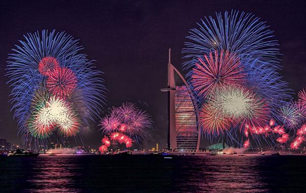 صور أضخم عروض ألعاب نارية في إمارة دبي , أماكن عروض الألعاب النارية لرأس السنة في دبي