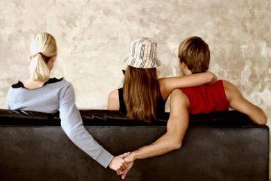 حكم الشرع في الخيانة الزوجية , الخيانة بالزنا , الخيانة الزوجية بالهاتف