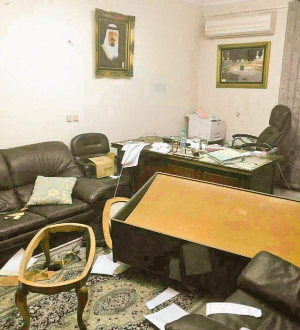 صور تدمير السفار السعودية في ايران , بالفيديو إيرانيون يقتحمون سفارة المملكة بطهران