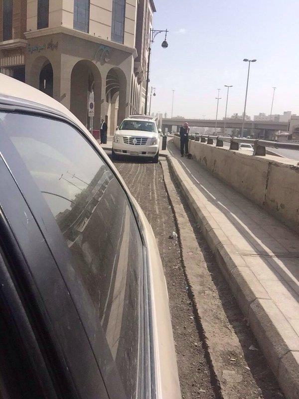 صور فندق بالمدينة المنورة يغلق طريق خدمة يستفز السعوديين