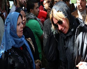 صور الهام شاهين في تشيع جنازة ممدوح عبد العليم , بالصور انهيار احمد السقا في الجنازة
