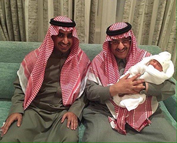 شاهد صور الملك سلمان يهنئ ولي العهد على قدوم حفيده الجديد