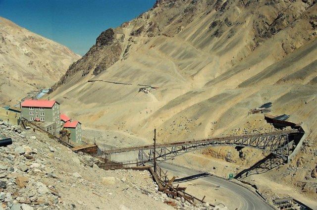 صور مدينة سيويل في تشيلي جبال الأنديز بدون طرق