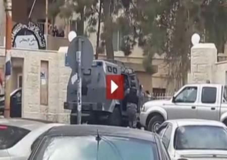 بالفيديو مقتل وإصابة 14 بهجوم مسلح على قوات الأمن في الأردن