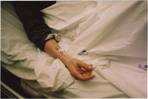 صور انا مريضه , صور بنت تعبانة , صور بنت مريضة , رمزيات بنات تعبانة
