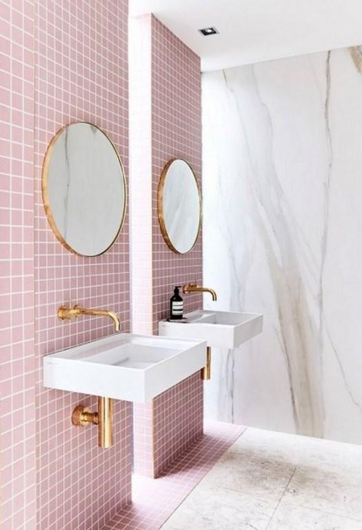 صور ديكورات حمامات فخمه , حوض الاستحمام باللون الأزرق الباستيل