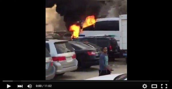 شاهد احراق حافله ارامكو في القطيف , بالفيديو إحتراق باص لشركة أرامكو فى السعودية