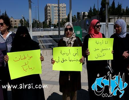 اعتصام مجموعة من ابناء الاردنيات امام رئاسة الوزراء