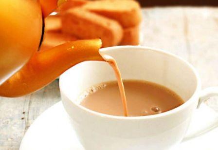 نتيجة المقارنة بين الشاي والقهوة الشاي بالحليب مضر بالصحة