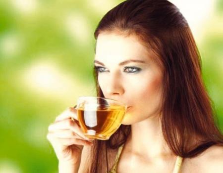 اختاري الشاي المناسب لتحسين بشرتك
