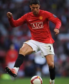كريستيانو رونالدو أفضل مهاجم في الدوري الانكليزي 16/5/2012