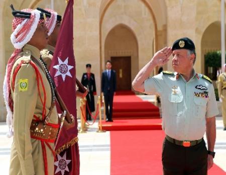 القائد الأعلى جلالة الملك عبدالله الثاني يسلم الراية الهاشمية للقوات المسلحة