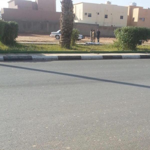 صور وتفاصيل وفاة عامل نظافة دهسته سيارة مسرعة في رفحاء
