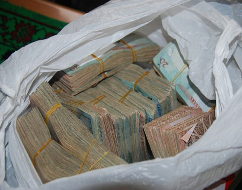 القبض على مصريين سرقوا نحو 70 آلف دينار منزل بتلاع العلي