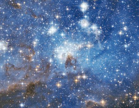 صور سحب هائلة تضيء وتظلم عند ولادة نجم جديد