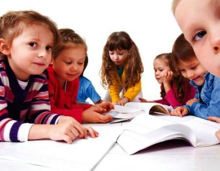 ما هو النظام الأفضل لتعليم القراءة للأطفال الطريقَة الصوتية , الطريقة اللغوية الكلية