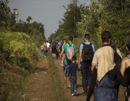 الكثير من اللاجئين الرحلة إلى أوروبا تبدأ من فيسبوك