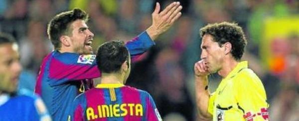 حكم مباراة برشلونة وريال بيتيس 12/5/2012