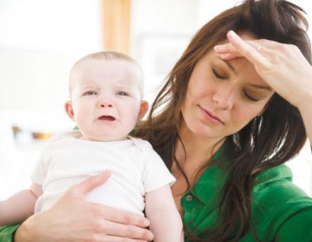 أعراض اكتئاب ما بعد الولادة و كيفية التخلص منه