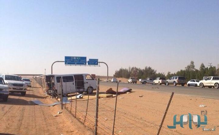 صور و تفاصيل حادث إصابة 7 معلمات وسائقهن في انقلاب حافلة بالرياض