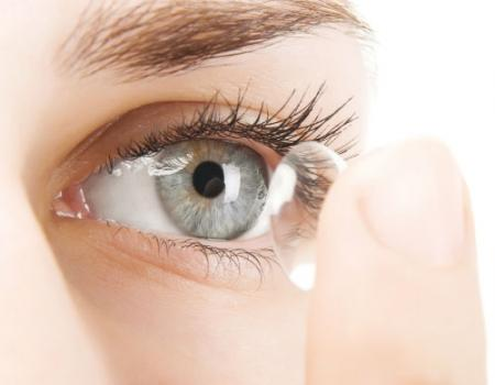 أخطاء ربما تجعل العدسات اللاصقة سبباً في فقدان الرؤية