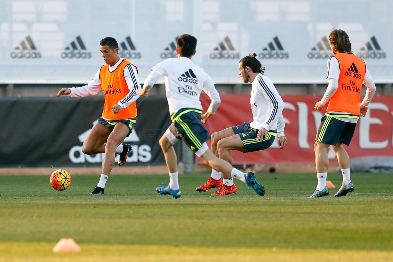 صور الفريق الملكي ريال مدريد يواصل تحضيراته للكلاسيكو