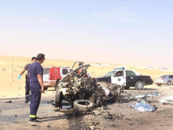 صور و تفاصيل عن حادث دوار العويضة الرياض يحول قائد سيارة إلى أشلاء