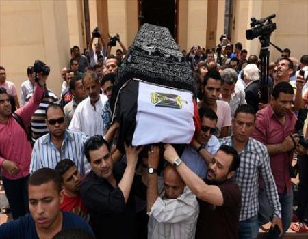 وداع هادىء ومتواضع لعمر الشريف في القاهرة