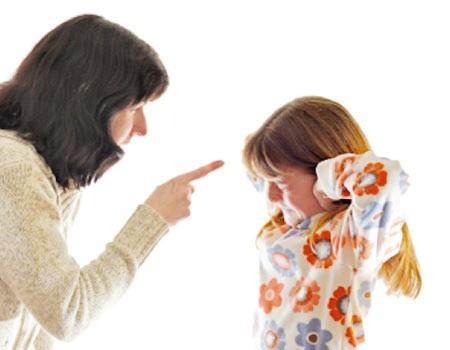 تحكم الآباء والأمهات بأطفالهم قد يسبب مشاكل عقلية