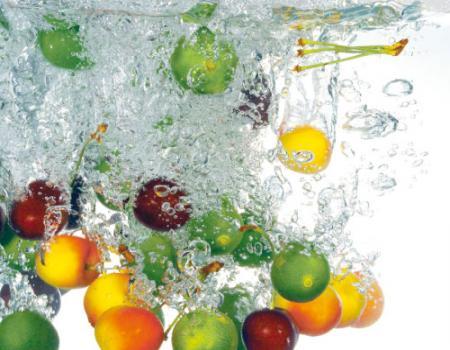 غسيل الخضروات والفاكهه بالطريقة المثلى قبل تناولها مباشرة